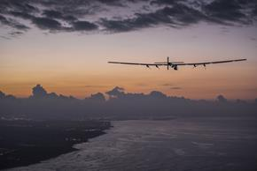 2015 07_03_Solar_Impulse_2_RTW_7th_Flight_Nagoya_to_Hawaii_landing_revillard_05859_Copy
